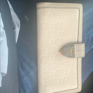 Gucci wallet serial number 181648203437